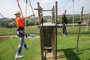 Spaß in 10m Höhe im Hochseilgarten am Wald Eden in Bad Griesbach